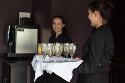 Surrey Wedding Photographer, Hilton Cobham Weddings, Drinks and Celebrations, service, Champagne