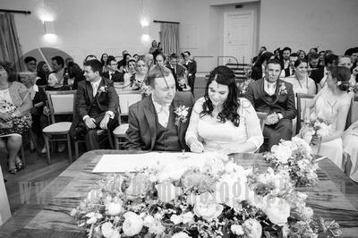 Surrey Wedding Venue photographed by Surrey Wedding Photographer. Wedding Ceremony