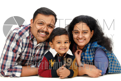 Family Portrait Photographer-  Surrey photographer - Great family portrait and love little one's smile