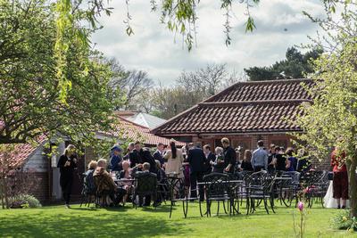 Surrey wedding photography / oaks farm wedding (2) / Guests in the garden
