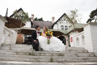 Surrey Wedding Photographer, Hilton Cobham Weddings, Bride and Groom, Flowers, Wedding Venue