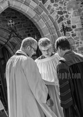 St Mary Church /  The priests at St Mary Church / Surrey Wedding photographer